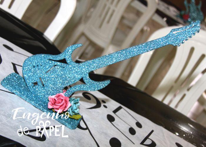 centro de mesa guitarra festa rock engenho de papel